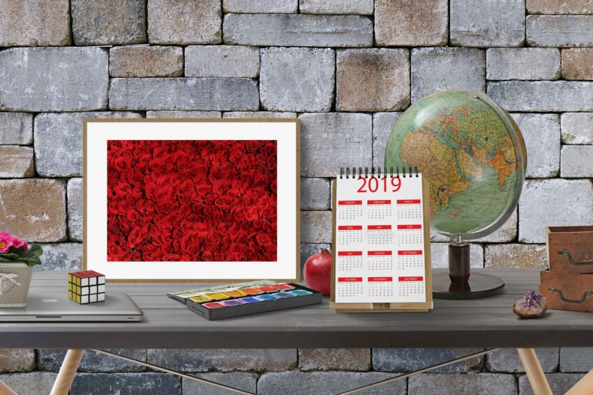 Free Table Retangular Calendar Mockup